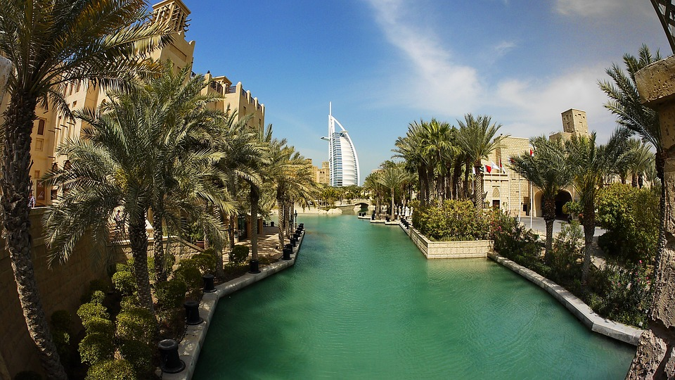 Some Facts about the Specialty of Dubai: The Dhow Cruise. The Famous Cruise of Dubai